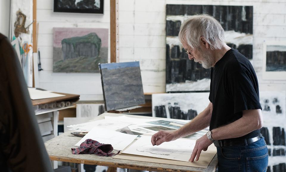 Egil Røed i sitt atelier